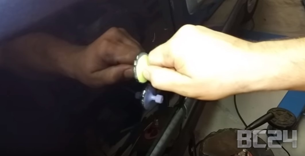 Как убрать большую вмятину без покраски своими руками
